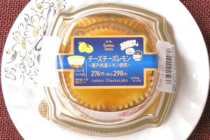 デンマーク産・北海道産のクリームチーズを使用した生地に、瀬戸内産レモンのソースをかけたさっぱりしたチーズケーキ。