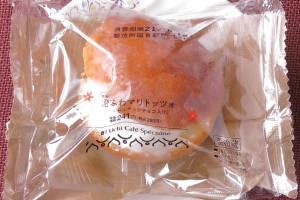 北海道産生クリーム・マスカルポーネを加えたクリームとヘーゼルナッツチョコを、国産小麦粉ブレンドのブリオッシュ生地に挟んだマリトッツォ。