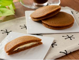 黒糖もちっとパンケーキ 黒蜜&きなこホイップ 2個入