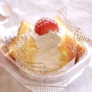 【食レポ】超ふわふわなのに崩れない!ファミマのいちごショートケーキ♡