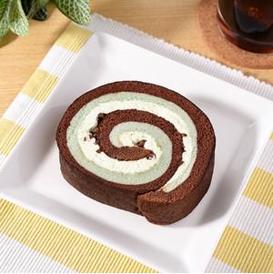 ファミリーマート ロールケーキ(チョコミント)