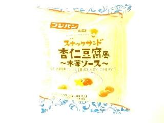 スナックサンド 杏仁豆腐風 木苺ソース