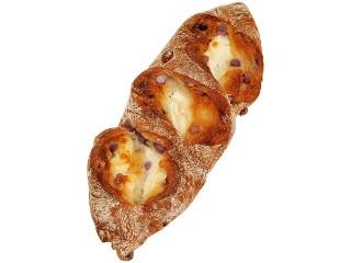 ファミリーマート ブルーベリーとクリームチーズのフランスパン