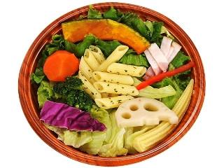 ファミリーマート 温めて食べるサラダ バーニャカウダ風ソース入り