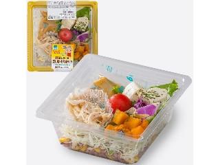 ファミリーマート 野菜と食べる 蒸し鶏ともち麦サラダ