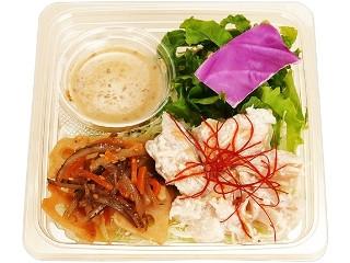 ファミリーマート 根菜とサラダチキンのサラダ