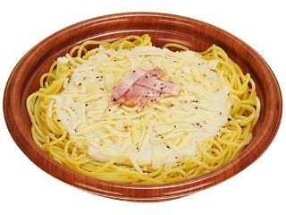 ファミリーマート 生パスタ4種チーズのクリームソース