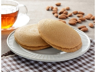 ローソン 国産小麦のもちっとパンケーキ アーモンドクリーム 2個入
