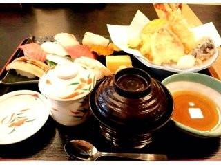 華屋与兵衛 すいれん寿司セット 1膳