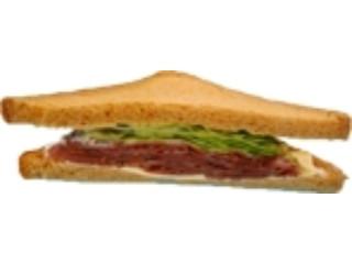 デイリーヤマザキ パストラミビーフ&チーズサンド 全粒粉入り食パン使用